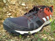 Adidas Kanadia TR 8: Adidas Kanadia TR 8: Antepie con horma amplia, mesh grueso y puntera bien protegida, para chutar piedras con solvencia...