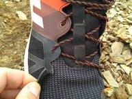 Adidas Kanadia TR 8: Adidas Kanadia TR 8: Nadie es perfecto... rotura de ojal debido a un enganche del atado con un saliente.