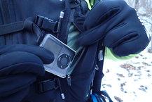Aonijie Ultra+ 5L: Aonijie Ultra+ 5L: Otro detalle, para no aburrirnos y no mojar el mp3 tenemos un bolsillo impermeable
