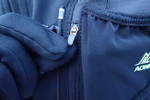 Aonijie Ultra+ 5L: Aonijie Ultra+ 5L: Carro del bolsillo impermeable sin cinta. Algo difícil con guantes.