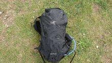 Arc'teryx Norvan 14 Hydration Vest: Arc'teryx Norvan 14 Hydration Vest, resiste muy bien la fina lluvia...