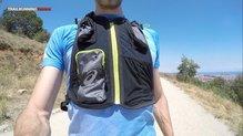 Asics Fujitrail Speed BackPack: Encontramos hasta 3 bolsillos delanteros para guardar cosas en la Asics Fujitrail Speed Blackpack.