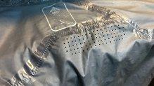 Berg Outdoor Mustang: Perforaciones láser debajo del cuello en la zona trasera