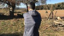 Berg Outdoor Mustang: Elasticidad que permite llevar una mochila debajo