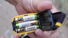 Black Diamond Spot325: El frontal funciona con tres pilas. Una batería recargable sería una buena mejora