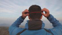 Black Diamond SpotLite160: La cinta se puede fijar muy fácilmente a la cabeza mientras corremos
