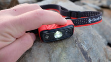 Black Diamond SpotLite160: Hay dos botones en la parte superior que hacen funcionar el Black Diamond Spotlite 160