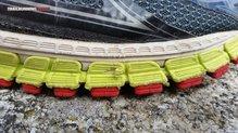 Brooks Adrenaline GTS 16: Con el paso de los kilómetros se han producido algunos roces y enganchones en la media suela.