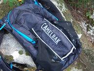Camelbak Ultra 10 Vest: El tejido de la Camelbak Ultra 10 Vest es resistente pero no impermeable.