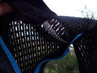 Camelbak Ultra 10 Vest: Camelbak Ultra 10 Vest , vista de la capacidad de transpiración de la malla 3D.