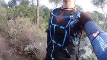 Camelbak Ultra 10 Vest: Camelbak Ultra 10 Vest , vista de los ajustes frontales.