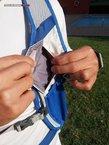 Camelbak Ultra LR Vest 2014: Bolsillo frontal izquierdo con cierre de velcro dispuesto verticalmente