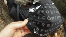 Compressport UltRun S Pack: Compressport UltRun S Pack  vista de las tiras de silicona del portabastones