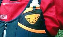 Dynafit Alpine Running Vest: Estrecho acceso para soft flask de 500 en la Dynafit Alpine Running Vest