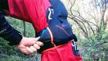 Dynafit Alpine Running Vest: Accediendo al bolsillo trasero sin quitarnos la Dynafit Alpine Running Vest