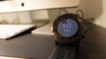 Garmin Fenix 5X Plus: El reloj se carga con mucha facilidad