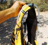 Grivel Mountain Runner Light - ubicación de la mangera de la bolsa de hidratación