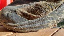 Hoka One One Evo Speedgoat: En los pliegues de flexion del tejido Matrix de las Hoka One One EVO Speedgoat hay signos de desgaste