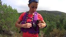 Montane Claw 14: La mochila Montane Via Claw viene con un bolsillo de accseo superior y otro con cremallera como el de la imagen con capacidad para soft flask Montane de hasta 500 ml e incluso algún material más.