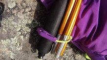 Montane Claw 14: Montane Via Claw 14. La goma inferior del porta bastones viene con un refuerzo de plástico para mayor durabilidad y también dispone de un bolsillo interno donde poder guardarla en el caso de no llevar bastones.