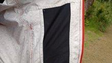 Montane Minimus Stretch Ultra Jacket: MONTANE MINIMUS STRETCH ULTRA: interior de la chaqueta, con el retazo de tejido transpirable del bolsillo lateral