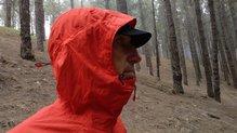 Montane Minimus Stretch Ultra Jacket: MONTANE MINIMUS STRETCH ULTRA: capucha que ajusta y protege