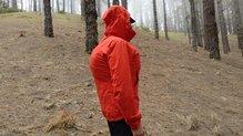 Montane Minimus Stretch Ultra Jacket: MONTANE MINIMUS STRETCH ULTRA: o por dentro, ya que es sufucientemente elástica