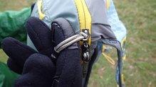 Mountain Hardwear Race Vest Pack: Mountain Hardwear Race Vest Pack: El bolsillo principal se manipula bien gracias a los cordinos