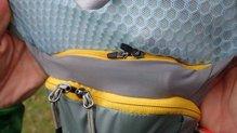 Mountain Hardwear Race Vest Pack: Mountain Hardwear Race Vest Pack: Bolsillo bolsa hidratación pegado a la espalda