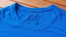 Patagonia Capilene Cool Lightweight: Todo y ser una camiseta super minima, la Patagonia Capilene Cool Lightweight incluye una pequeña cinta para ser colgada