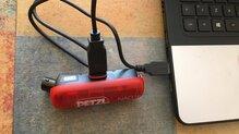 Petzl NAO+ : Cargando la batería.