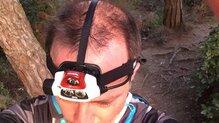 Petzl NAO+: Sujeción con la cinta supletoria.