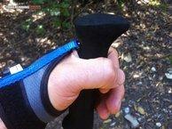 RaidLight Compact Carbon Ultra: Vemos como la cinta pinza nuestra mano al correr con los Raidlight Compact Carbon Ultra.