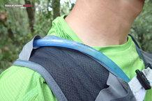 RaidLight Gilet Responsiv 8 L: Detalle tubo bolsa de hidratación