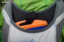 RaidLight Gilet Responsiv 8 L: detalle velcro bolsa de hidratación