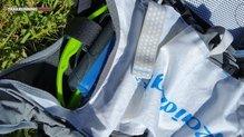 RaidLight Responsiv 15L: velcro para sujetar bolsa de hidratación