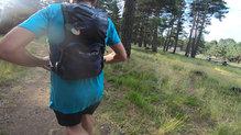 RaidLight Revolutiv 12L: Los dos bolsillos traseros de la mochila RaidLight Revolutiv 12L, donde el superior es el movible
