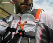 RaidLight Ultra Vest Olmo 12 L: La altura de la Raidlight Ultra Vest Olmo 12 L permite que los bidones con pipeta queden prácticamente a la altura de la boca.
