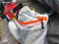 RaidLight Ultra Vest Olmo 12 L: Los bolsillos acoplados en la cinta de cierre ventral son ideales para el transporte de objetos que necesitamos a mano.
