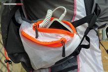 RaidLight Ultra Vest Olmo 12 L: Bolsillo idóneo para el móbil y el mp3, con el detalle de poseer de serie un extensor del cable de los auriculares.