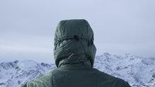 Salewa Pedroc Hybrid Alpine Wool Hood Jacket: La goma elástica en la parte trasera ayuda a perder menos calor con la capucha
