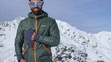 Salewa Pedroc Hybrid Alpine Wool Hood Jacket: Incorpora tres bolsillos muy útiles para llevar lo que más necesitamos tener a mano
