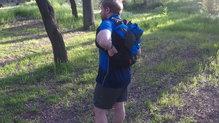 Salomon Agile 12 Set: Salomon Agile 12 Set: lateral accesible sin quitar la mochila