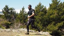 Salomon Agile 6 Set: Al ser de tiro alto, la Salomon Agile 6 puede combinarse con un cinturón portaobjetos