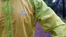 Salomon Bonatti Race WP Jacket: El tejido nos ha protegido bien de la lluvia y hemos podido mantener el calor corporal sin problemas