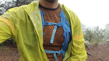 Salomon Bonatti Race WP Jacket: La chaqueta es suficientemente holgada para correr con una mochila dentro de ella