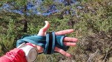 Salomon Pulse Handheld: Salomon Pulse HandHeld: con el bidón en el torso, dejamos la palma libre para apoyar las manos o sujetarnos a un saliente