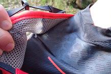 Salomon S-Lab Exo Zip Tee: La Salomon S-Lab Exo Zip Tee no se ha dañado a pesar de llevar mochila.