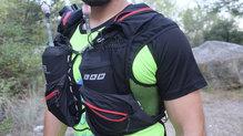 Salomon S-Lab Peak 20: La parte delantera de la mochila permite llevar dos softflask y la mayoría de elementos necesarios para jornadas largas por la montaña