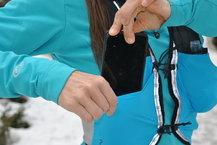 Salomon S-Lab Sense 2 Set: Colocar el móvil en el bolsillo anterior